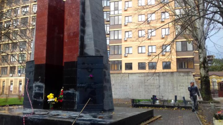 В Ростове начали ремонтировать памятник жертвам политических репрессий