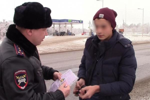 Водитель «семерки» пытался убедить ГАИ, что снег на номере оказался случайно