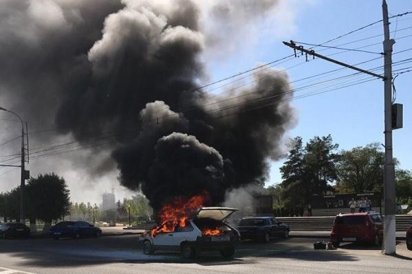 Столб дыма был виден далеко за пределами Центрального района