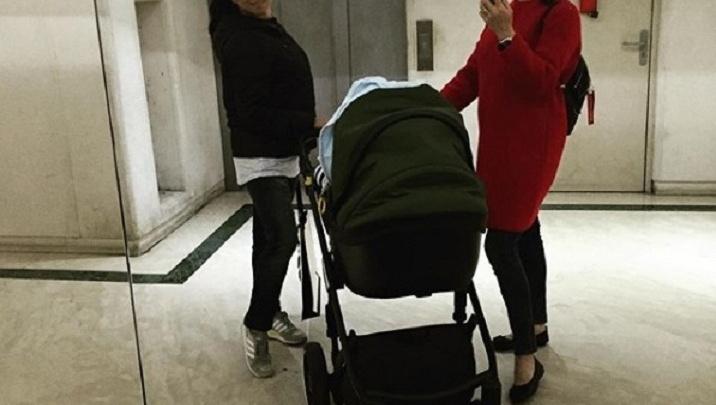 Волгоградка Елена Исинбаева сделала селфи с новорожденным сыном