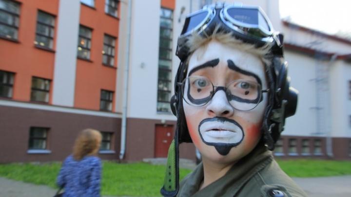 «Сюрприз удался»: фоторепортаж с открытия фестиваля уличных театров в Архангельске