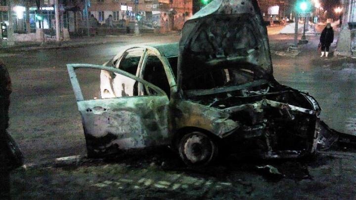 Полиция возбудила уголовное дело после аварии в центре Перми, где сгорела машина такси