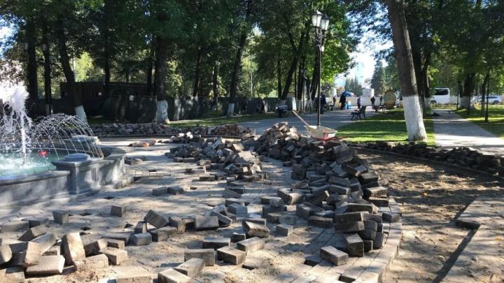 Попытка №2: в Демидовском парке разобрали свежеуложенную плитку