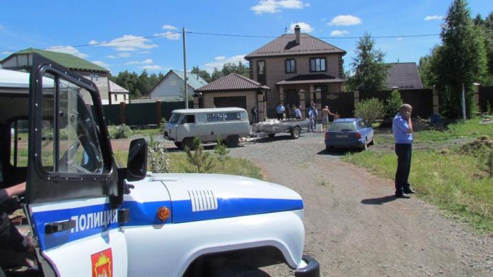 Плащ защитного цвета, серый шлем: полиция назвала приметы киллера, расстрелявшего копейчанина