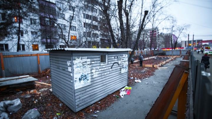 «Собрали более 500 подписей против»: приставы опечатали стройплощадку ТК на Молодогвардейцев