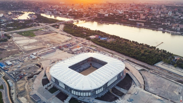 Фасад стадиона «Ростов-Арена» завершен наполовину