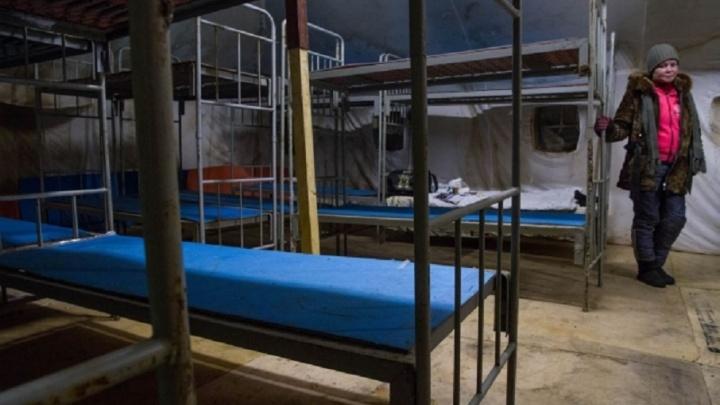 Накормят и выдадут теплую одежду: в Перми поставили палатку с пунктом обогрева