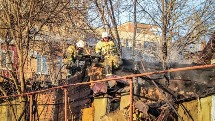 В Гуково сгорел частный дом: есть погибший