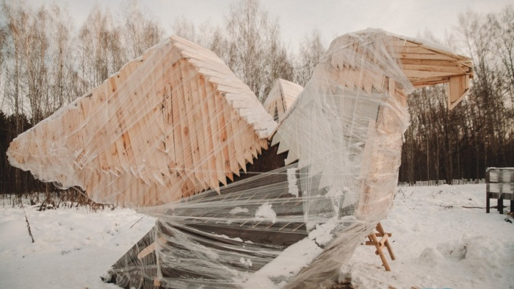 В Затюменском парке демонтировали фигуру птицы и гнезда