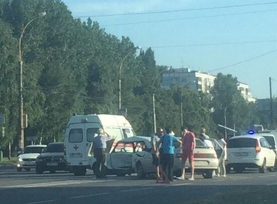 В Тольятти «десятка» пробила «семерку» посередине, водитель «классики» в больнице