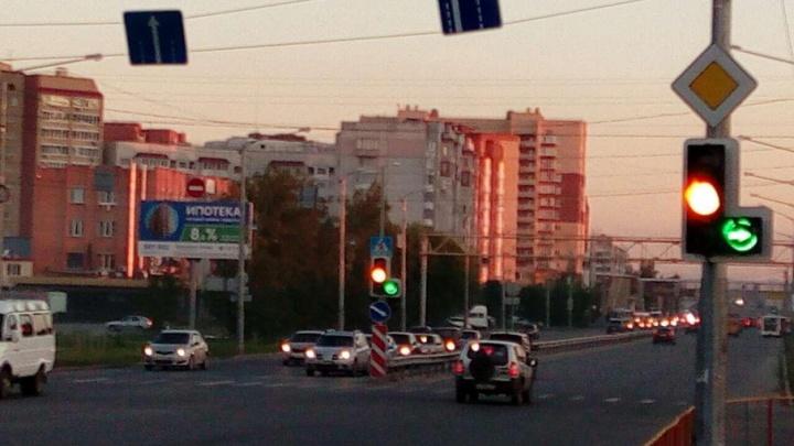 В Тюмени водитель автобуса решил проехать на красный и сбил велосипедиста
