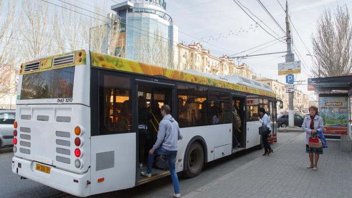 В Волгограде девушка попала в больницу после поездки в новом автобусе