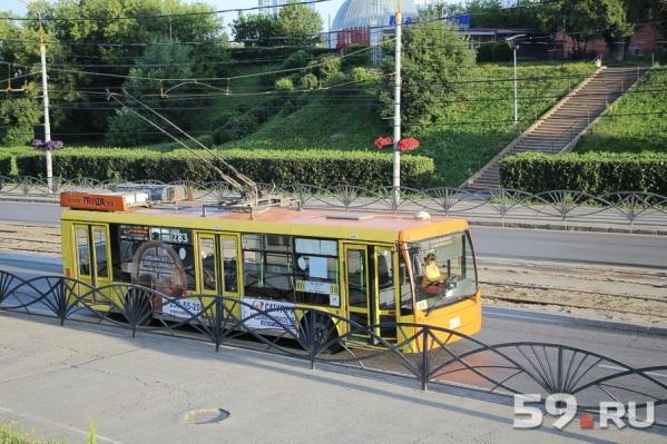 Пассажирам троллейбусов придется немного подождать пока завершат ремонт на улице Островского