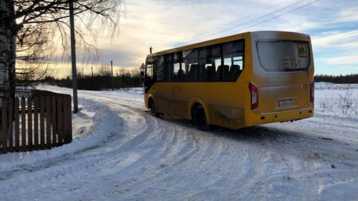 Победа: за брошенной в деревне второклашкой стал заезжать школьный автобус