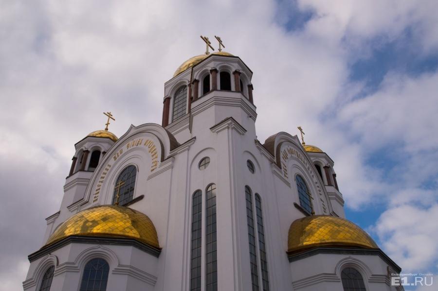 Храм видно с разных точек города.