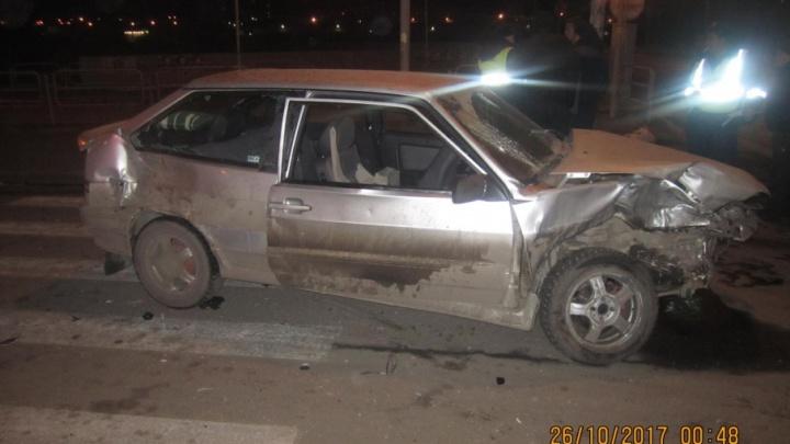 Пассажирка ВАЗа серьезно пострадала в аварии на Университетской набережной