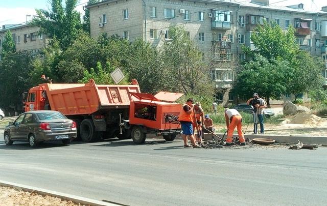 Дорогу на 39-й Гвардейской в Волгограде отремонтируют к сентябрю