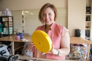 Елена Селькова не нашла, где купить трикотажную пряжу, и стала делать её сама.