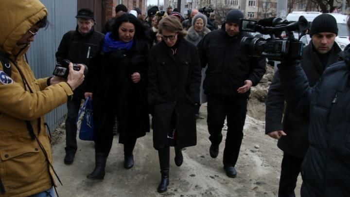 В ростовском штабе Собчак начали прием жалоб от погорельцев с Театрального спуска