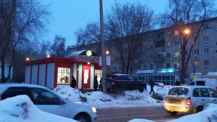 «Приора» в полете: появилось видео момента ДТП на улице Пугачевской