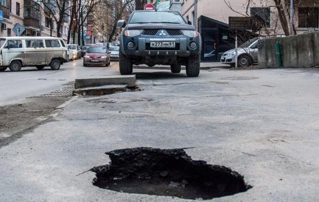 Ростовчане смогут пожаловаться на дорожные ямы по телефону