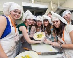 Фестиваль невест: должна ли женщина готовить?