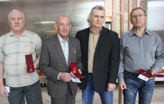 На «Красном Октябре» ликвидаторов аварии на ЧАЭС наградили медалями