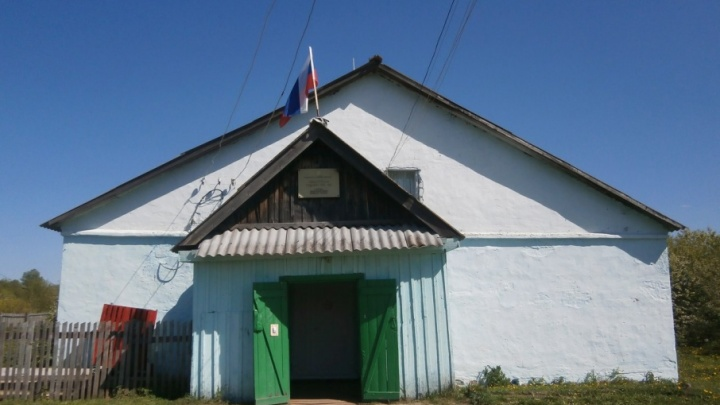 «Нас поддержали учителя»: жители Бартыма выступят против закрытия школы, в которой учатся их дети