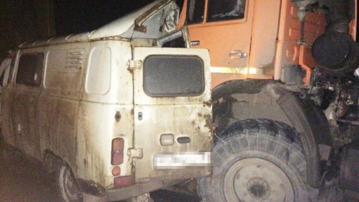 Раскурочило 5 машин: в Кинеле KIA врезалась в КАМАЗ, водитель легковушки погиб