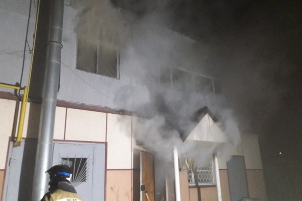 Для ликвидации возгорания сотрудникам МЧС понадобилось более трех часов
