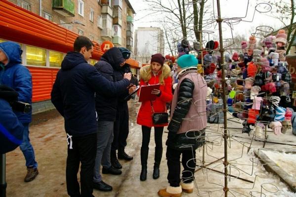 Чиновники вместе с Росгвардией устроили рейд во Фрунзенском и Красноперекопском районах