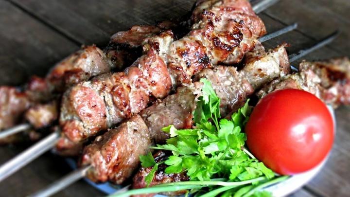 Как приготовить вкусное мясо на углях: рецепты от легендарных пермских шашлычных