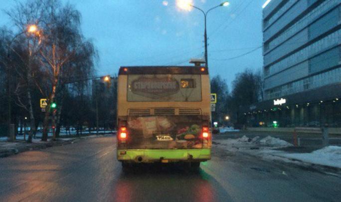 С пассажирами под красный: ярославец выложил видео с автобусом-нарушителем