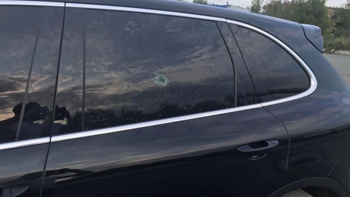 «Не один я такой»: в Челябинске из пневматики обстреляли автомобиль