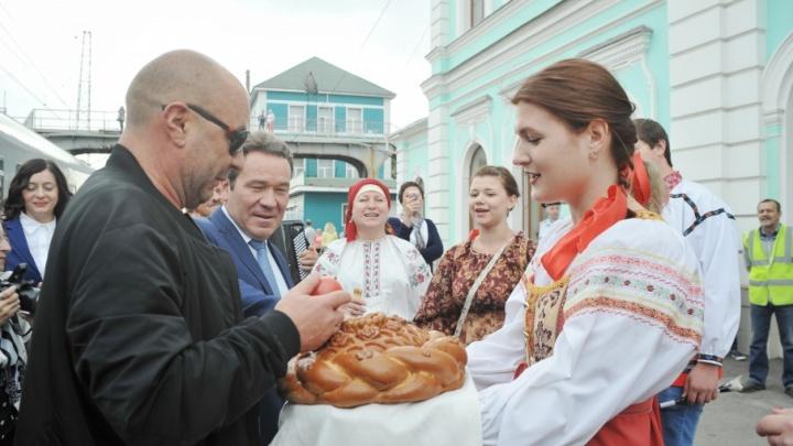 В Сызрань приехали знаменитые фигуристы Александр Жулин, Екатерина Боброва и Дмитрий Соловьев