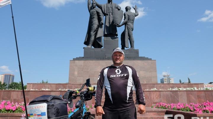 «Путь мира»: в Пермь приехал путешественник Нодар Беридзе, решивший проехать 30 стран на велосипеде