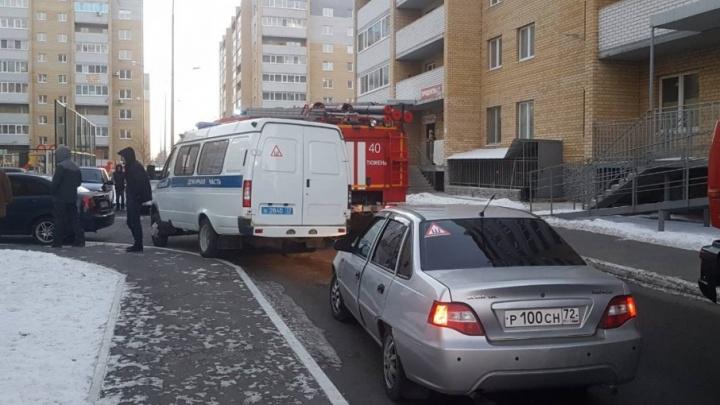 В девятиэтажке на улице Избышева горела двухкомнатная квартира