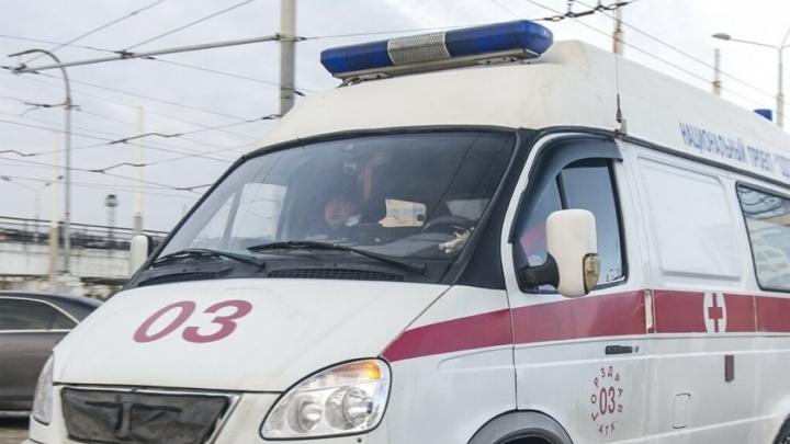 Мотоциклист насмерть сбил 18-летнюю девушку в Ростовской области