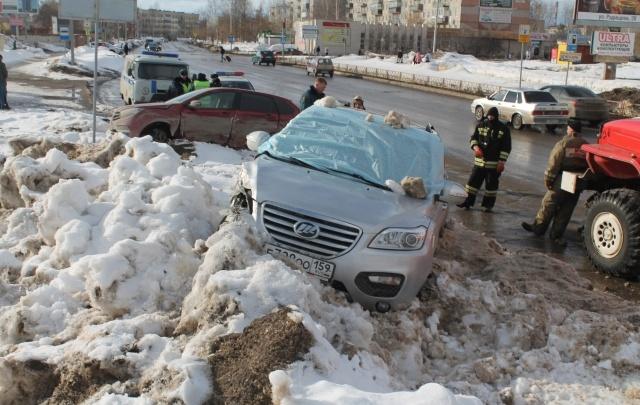 Житель Прикамья погиб при столкновении с припаркованной машиной