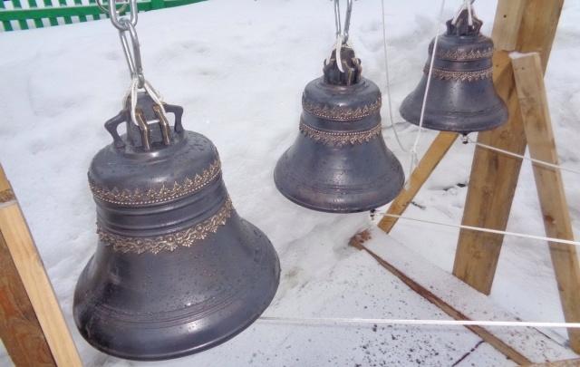 В Цигломени в храме без звонницы установили колокола