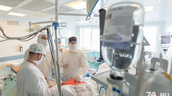 Без шрама на шее: челябинские хирурги начали оперировать щитовидку «потайным» методом