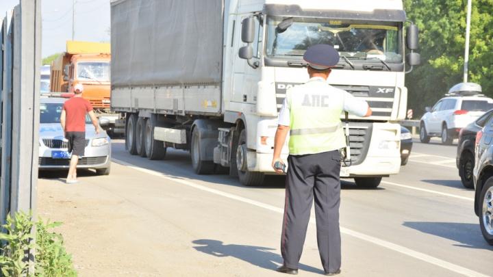 Полицейские поймали 60 ростовских автомобилистов с тонировкой на стеклах