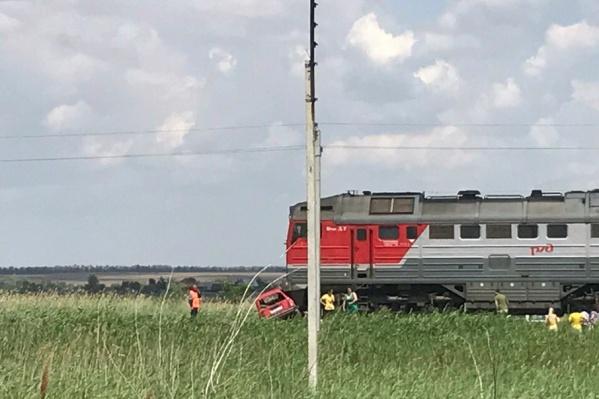 Столкновение с поездом оказалось смертельным для водителя автомобиля