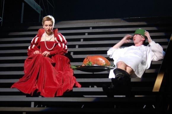 Офелия (Янина Лакоба) и Гамлет (Дмитрий Лысенков)