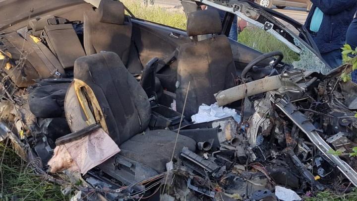 В Волгограде на Третьей Продольной иномарку разорвало на куски от столкновения с КАМАЗом