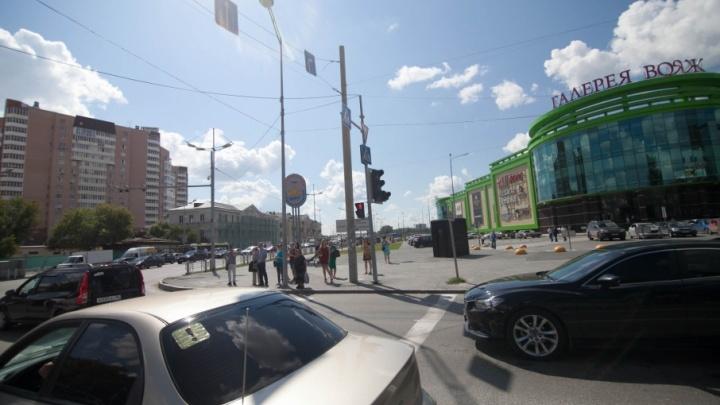 Из-за двухкилометровой пробки в районе «Стрелы» тюменцы опоздали на работу