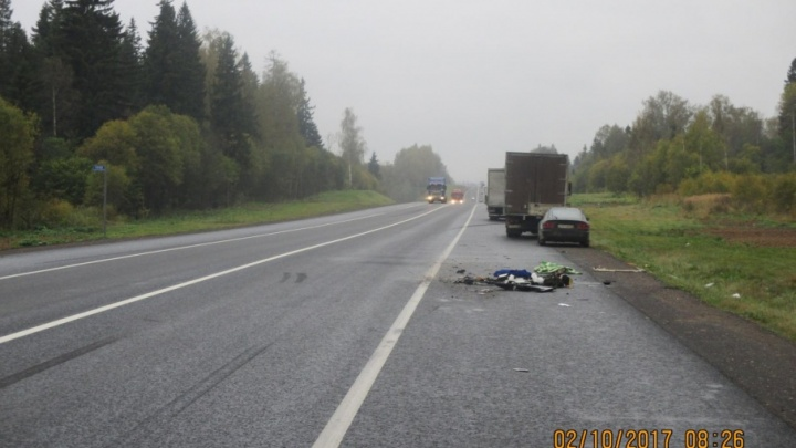 В тройном ДТП грузовиков на М-8 погиб водитель из Костромы