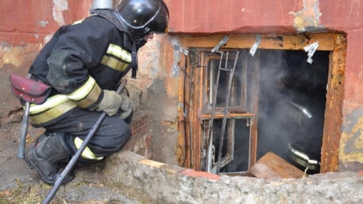 Ребёнок получил ожоги: в подвале, где живут пять семей работников УК, вспыхнул пожар
