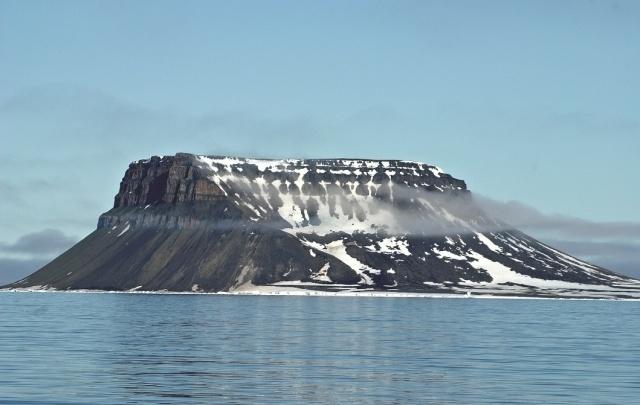 «Арктическая уборка»: с Земли Франца-Иосифа вывезут восемь тысяч тонн мусора