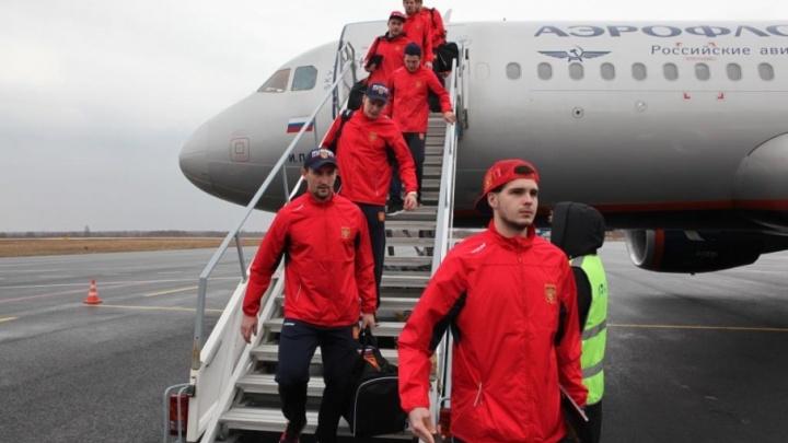В Ярославль прилетели хоккеисты сборной России